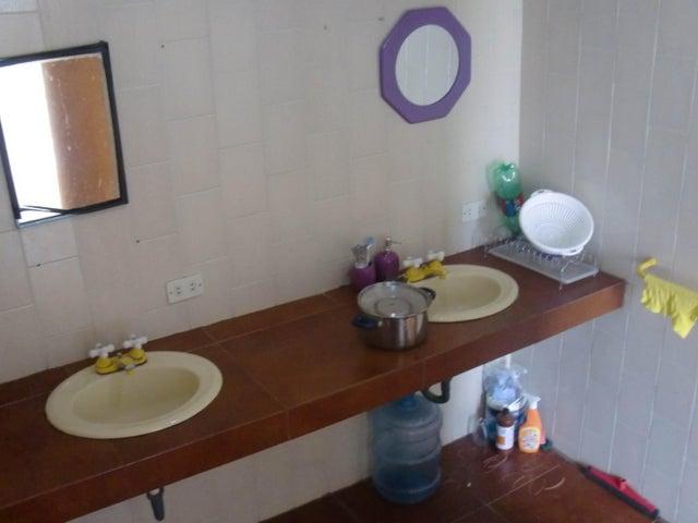 Casa Distrito Metropolitano>Caracas>Los Guayabitos - Venta:350.000 Precio Referencial - codigo: 19-3631