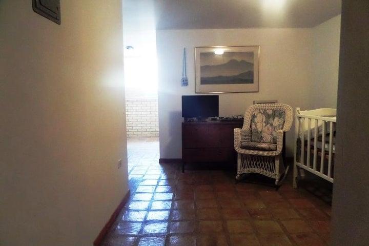 Casa Distrito Metropolitano>Caracas>Oripoto - Venta:90.000 Precio Referencial - codigo: 19-3682