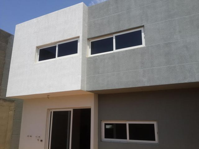 Townhouse Falcon>Coro>Centro - Venta:36.000 Precio Referencial - codigo: 19-3721