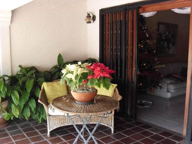 Casa Distrito Metropolitano>Caracas>Colinas de Santa Monica - Venta:380.000 Precio Referencial - codigo: 19-3728
