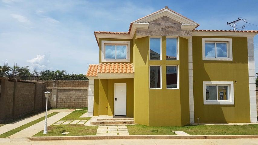 Townhouse Falcon>Coro>Centro - Venta:45.000 Precio Referencial - codigo: 19-3735