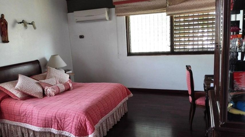 Casa Distrito Metropolitano>Caracas>Lomas del Mirador - Venta:550.000 Precio Referencial - codigo: 19-3753