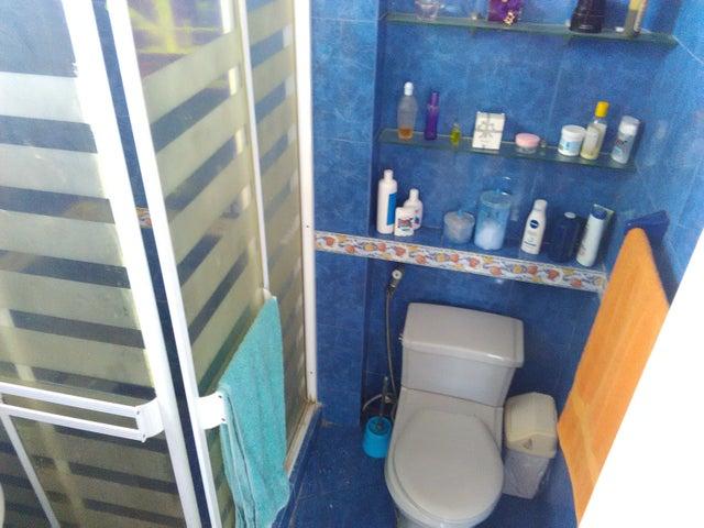 Apartamento Vargas>Catia La Mar>Playa Grande - Venta:35.000 Precio Referencial - codigo: 19-3795
