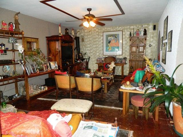 Casa Distrito Metropolitano>Caracas>Alto Hatillo - Venta:550.000 Precio Referencial - codigo: 19-3803