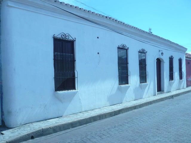 Local Comercial Falcon>Coro>Zona Colonial - Venta:10.000 Precio Referencial - codigo: 19-3844