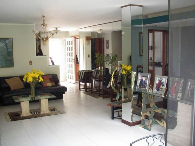 Townhouse Distrito Metropolitano>Caracas>La Boyera - Venta:280.000 Precio Referencial - codigo: 19-3859