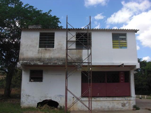 Local Comercial Falcon>Coro>Centro - Venta:6.000 Precio Referencial - codigo: 19-3937