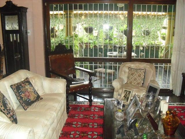 Casa Distrito Metropolitano>Caracas>Lomas de Chuao - Venta:500.000 Precio Referencial - codigo: 19-3975