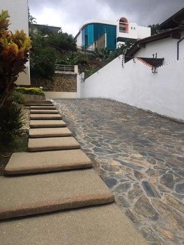 Casa Distrito Metropolitano>Caracas>Prados del Este - Venta:650.000 Precio Referencial - codigo: 19-3999