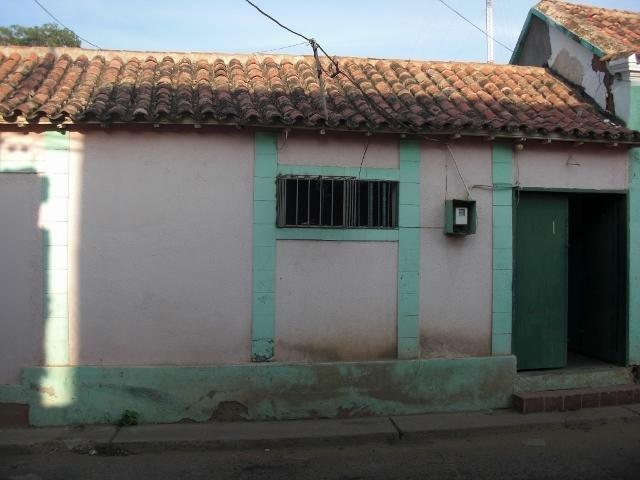 Local Comercial Falcon>Coro>Centro - Venta:12.000 Precio Referencial - codigo: 19-4100