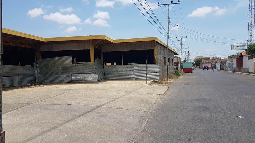 Edificio Falcon>Coro>Av Romulo Gallegos - Venta:100.000 Precio Referencial - codigo: 19-4119