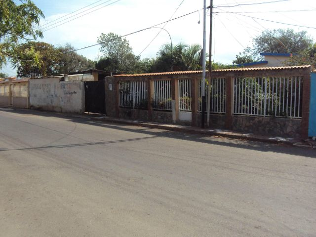 Casa Falcon>Coro>Av los Medanos - Venta:8.000 Precio Referencial - codigo: 19-4203