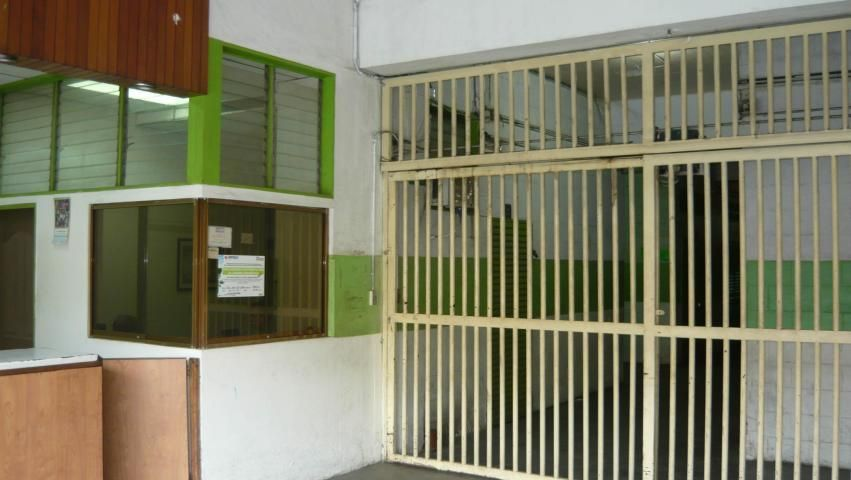 Local Comercial Distrito Metropolitano>Caracas>Los Cortijos de Lourdes - Venta:38.000 Precio Referencial - codigo: 19-4214