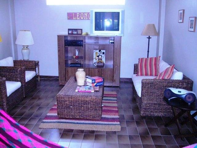 Casa Zulia>Maracaibo>La Lago - Venta:450.000 Precio Referencial - codigo: 19-4270