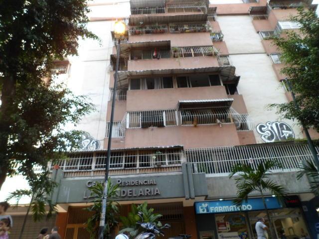 Apartamento Distrito Metropolitano>Caracas>Parroquia La Candelaria - Venta:22.000 Precio Referencial - codigo: 19-4303