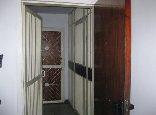 Apartamento Aragua>Maracay>Avenida Bolivar - Venta:15.500 Precio Referencial - codigo: 19-4318