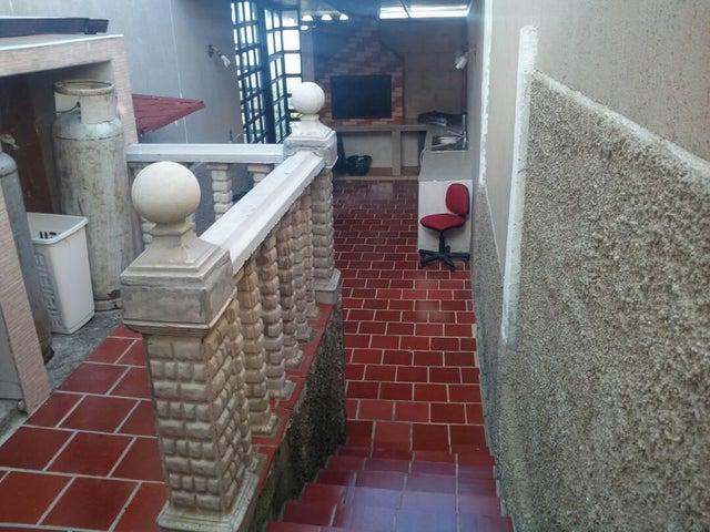 Casa Vargas>El Junquito-Vargas>El Junko Country Club - Venta:62.500 Precio Referencial - codigo: 19-4435