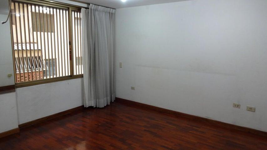 Apartamento Distrito Metropolitano>Caracas>La Florida - Venta:170.000 Precio Referencial - codigo: 19-4496
