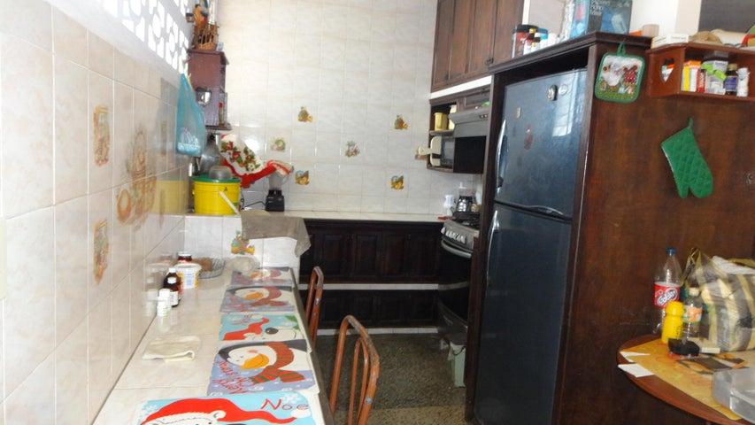 Casa Vargas>Catia La Mar>Las Tunitas - Venta:45.000 Precio Referencial - codigo: 19-4498