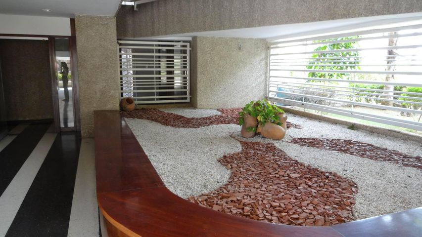 Apartamento Vargas>Catia La Mar>Playa Grande - Venta:50.000 Precio Referencial - codigo: 19-4499