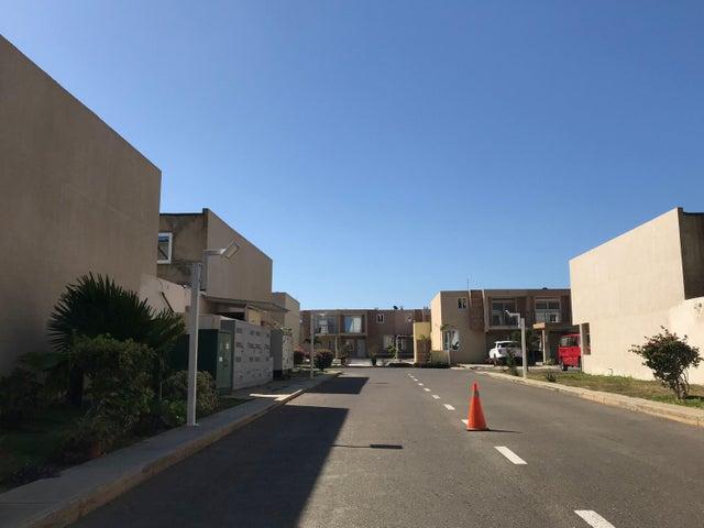 Townhouse Falcon>Punto Fijo>Los Caciques - Venta:100.000 Precio Referencial - codigo: 19-4657