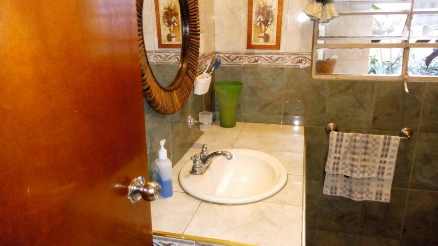 Casa Distrito Metropolitano>Caracas>La Pastora - Venta:22.000 Precio Referencial - codigo: 19-6592