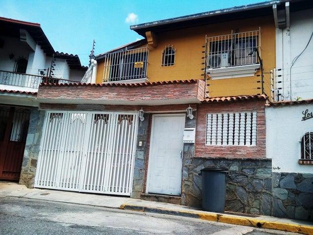 Casa Distrito Metropolitano>Caracas>Colinas de Santa Monica - Venta:250.000 Precio Referencial - codigo: 19-4859