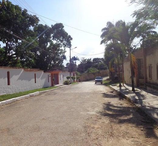 Terreno Carabobo>Valencia>Colinas de Guataparo - Venta:22.000 Precio Referencial - codigo: 19-4862