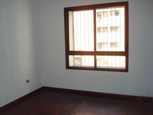 Apartamento Distrito Metropolitano>Caracas>La Florida - Venta:120.000 Precio Referencial - codigo: 19-4887