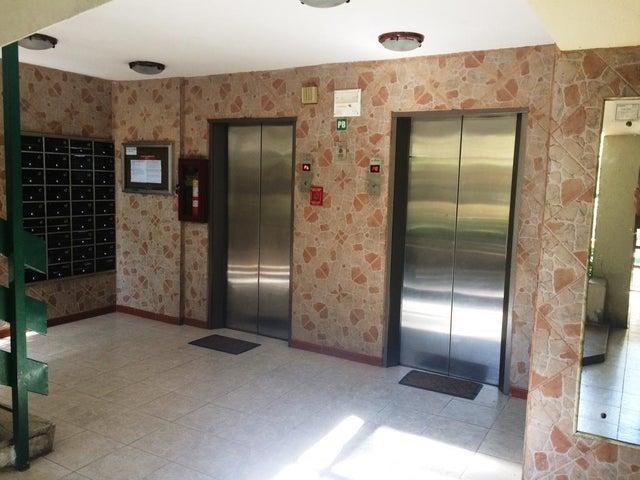 Apartamento Distrito Metropolitano>Caracas>Montalban III - Venta:33.000 Precio Referencial - codigo: 19-5049