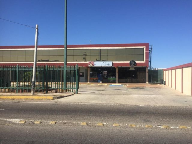 Local Comercial Falcon>Punto Fijo>Los Caciques - Venta:80.000 Precio Referencial - codigo: 19-5329