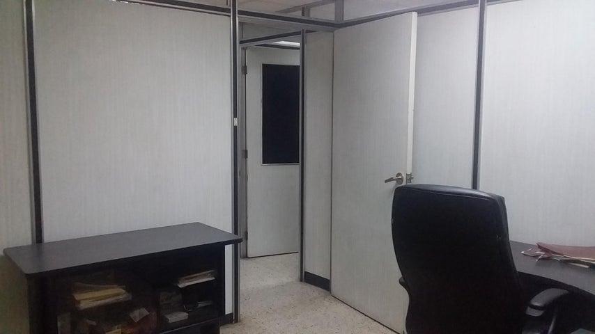 Oficina Zulia>Maracaibo>5 de Julio - Alquiler:120 Precio Referencial - codigo: 19-2330