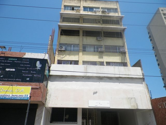 Local Comercial Anzoategui>Puerto La Cruz>Casco Central - Venta:17.000 Precio Referencial - codigo: 19-5190
