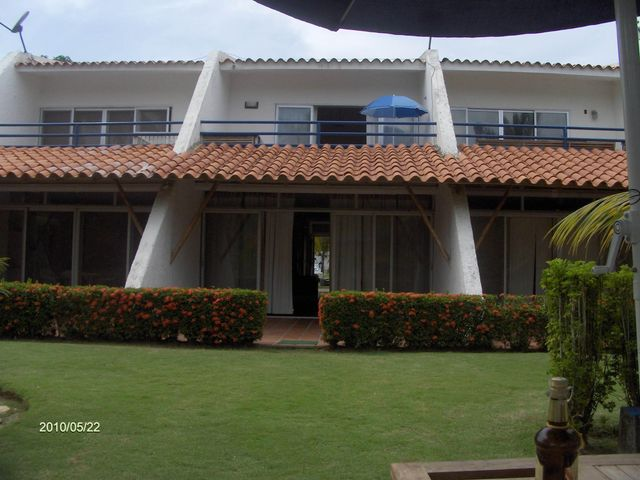 Townhouse Miranda>Rio Chico>Los Canales de Rio Chico - Venta:25.000 Precio Referencial - codigo: 19-5215