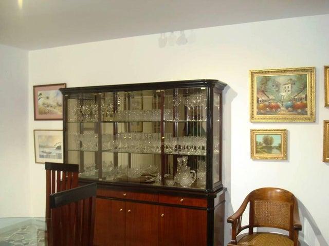 Apartamento Distrito Metropolitano>Caracas>Los Palos Grandes - Venta:250.000 Precio Referencial - codigo: 19-5294