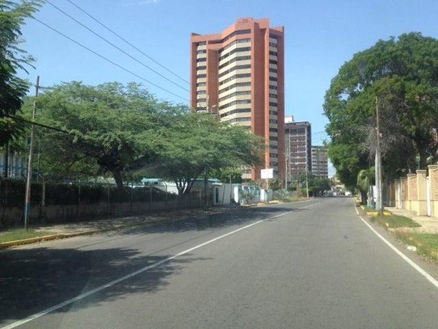 Terreno Zulia>Maracaibo>La Lago - Venta:330.000 Precio Referencial - codigo: 19-5312