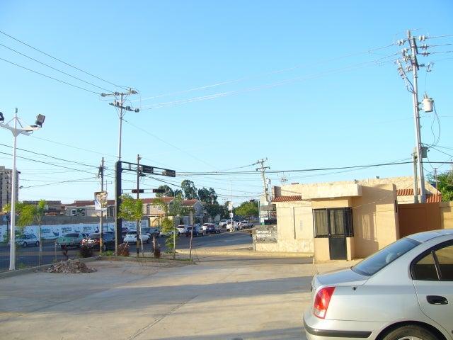 Local Comercial Zulia>Maracaibo>Avenida Milagro Norte - Alquiler:150 Precio Referencial - codigo: 19-5564