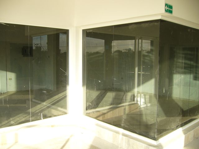 Local Comercial Zulia>Maracaibo>Avenida Milagro Norte - Alquiler:150 Precio Referencial - codigo: 19-5570