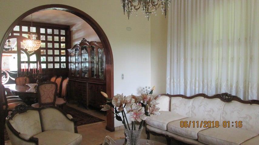 Casa Aragua>Maracay>El Castaño (Zona Privada) - Venta:790.000 Precio Referencial - codigo: 19-5655