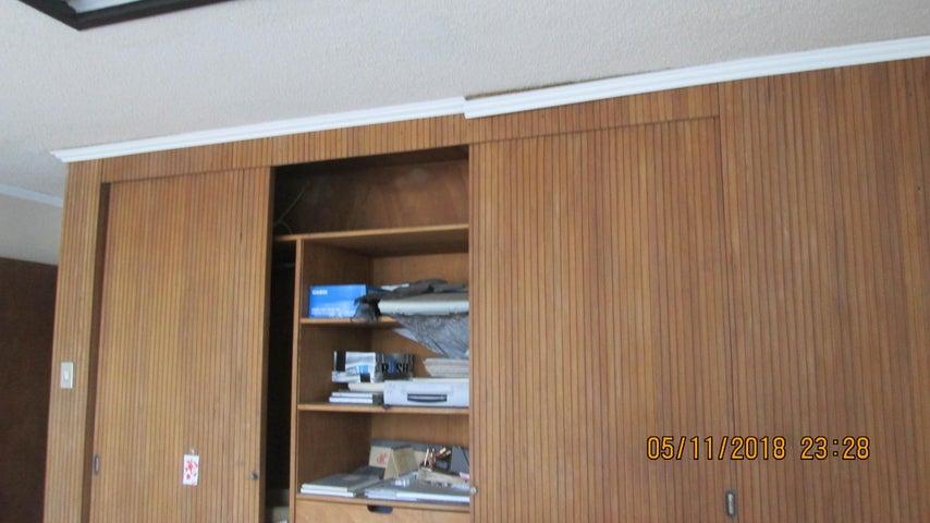 Local Comercial Aragua>Maracay>El Centro - Venta:420.000 Precio Referencial - codigo: 19-5661