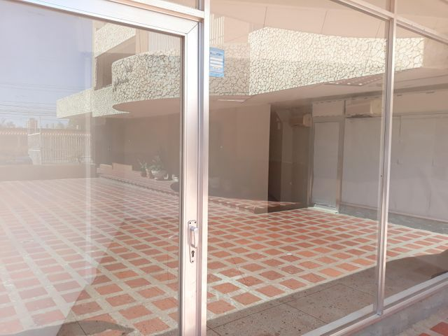 Local Comercial Zulia>Maracaibo>Avenida Bella Vista - Alquiler:150 Precio Referencial - codigo: 19-5690