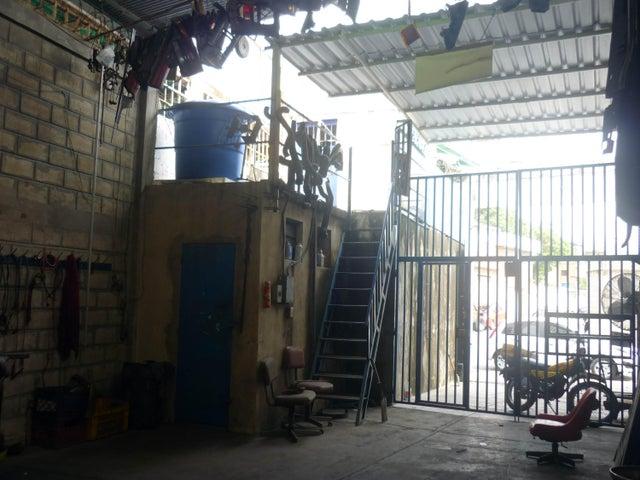 Galpon - Deposito Aragua>Maracay>Piñonal - Venta:350.000 Precio Referencial - codigo: 19-6015