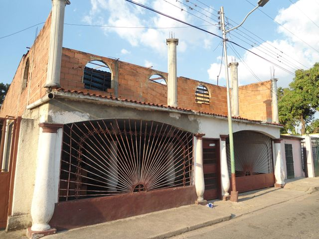 Casa Aragua>Maracay>Camburito - Venta:5.000 Precio Referencial - codigo: 19-6018