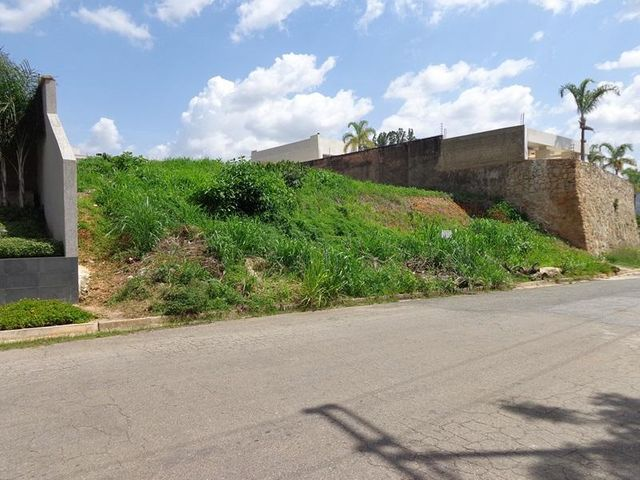 Terreno Carabobo>Valencia>Guataparo Country Club - Venta:180.000 Precio Referencial - codigo: 19-6028