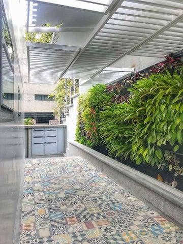 Apartamento Distrito Metropolitano>Caracas>Los Naranjos de Las Mercedes - Venta:338.000 Precio Referencial - codigo: 19-6068
