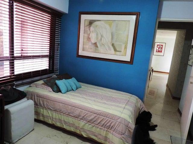 Apartamento Distrito Metropolitano>Caracas>Los Palos Grandes - Venta:195.000 Precio Referencial - codigo: 19-6072