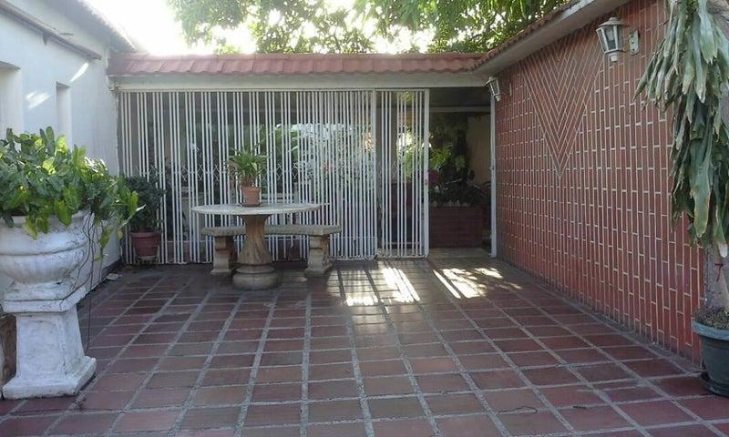 Casa Falcon>Coro>Centro - Venta:16.500 Precio Referencial - codigo: 19-13007