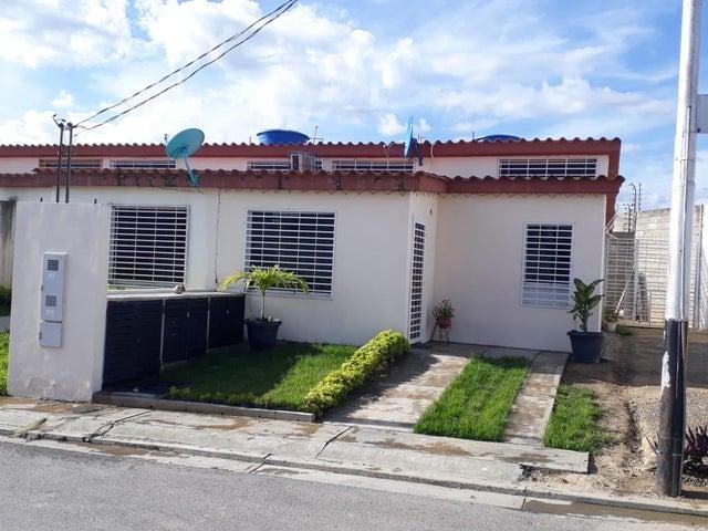 Casa Lara>Cabudare>El Amanecer - Venta:13.000 Precio Referencial - codigo: 19-6136
