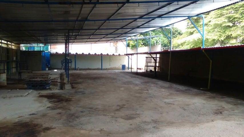 Local Comercial Aragua>Maracay>Avenida Bolivar - Venta:18.000 Precio Referencial - codigo: 19-6292