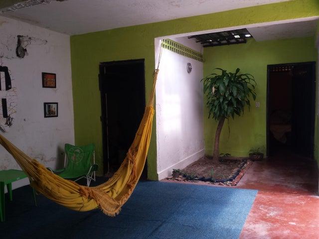 Casa Aragua>Maracay>El Limon - Venta:17.000 Precio Referencial - codigo: 19-6294